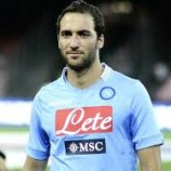Higuain Dipuja Publik Napoli | Liga Italia
