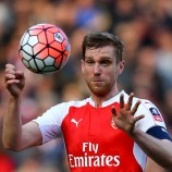 Per Mertesacker Cedera, Arsenal Incar Bek Tangguh Jerman