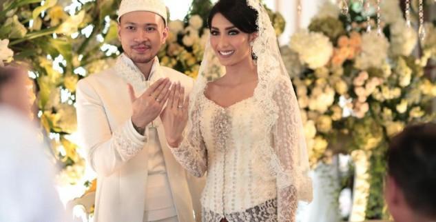 Raden Soedjono Nikahin Artis Cantik Tyas Mirazih