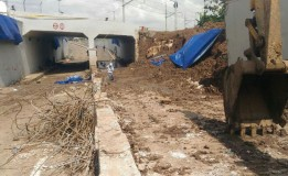 Di Bersihkan Akhirnya Besi Tembok Ambrol