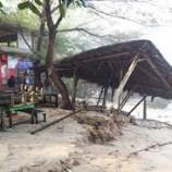 Beberapa Sarana Umum Di Pantai Gunungkidul Rusak Di Terjang Ombak Tinggi