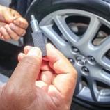 Petugas Cabut Pentil 55 Kendaraan yang Parkir Sembarangan di Bandung